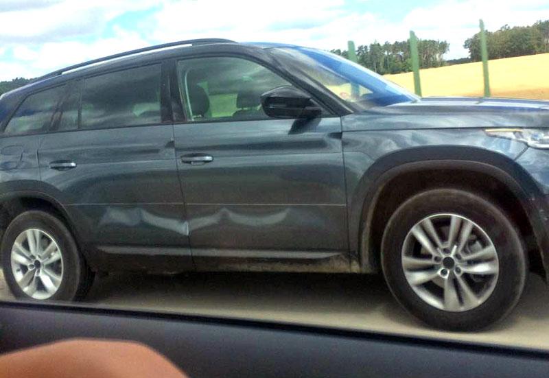 Škoda Kodiaq se téměř bez maskování proháněla po D11