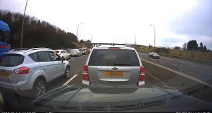 Video: Když se hlupák rozhodně zablokovat silnici