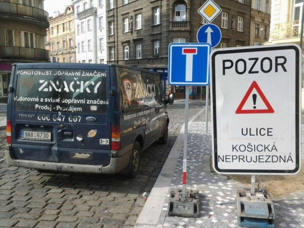 Specialisté vám zajistí realizaci profesionálního dopravního značení